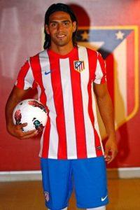 En agosto de 2011, el Atlético de Madrid pagó 40 millones de dólares por Falcao. Foto:Vía facebook.com/pages/Falcao