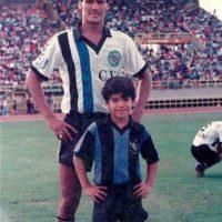 """El """"Tigre"""" trae el fútbol en la sangre pues su padre fue futbolista profesional en los años 70, 80 y 90. Foto:Vía facebook.com/pages/Falcao"""
