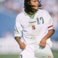 El considerado mejor futbolista en la historia de Bolivia disputó con su selección la Copa América 1997, en su país, en la cual consiguieron un histórico subcampeonato, pero tampoco tuvo la dicha de levantar el trofeo en otra ocasión. Foto:Getty Images