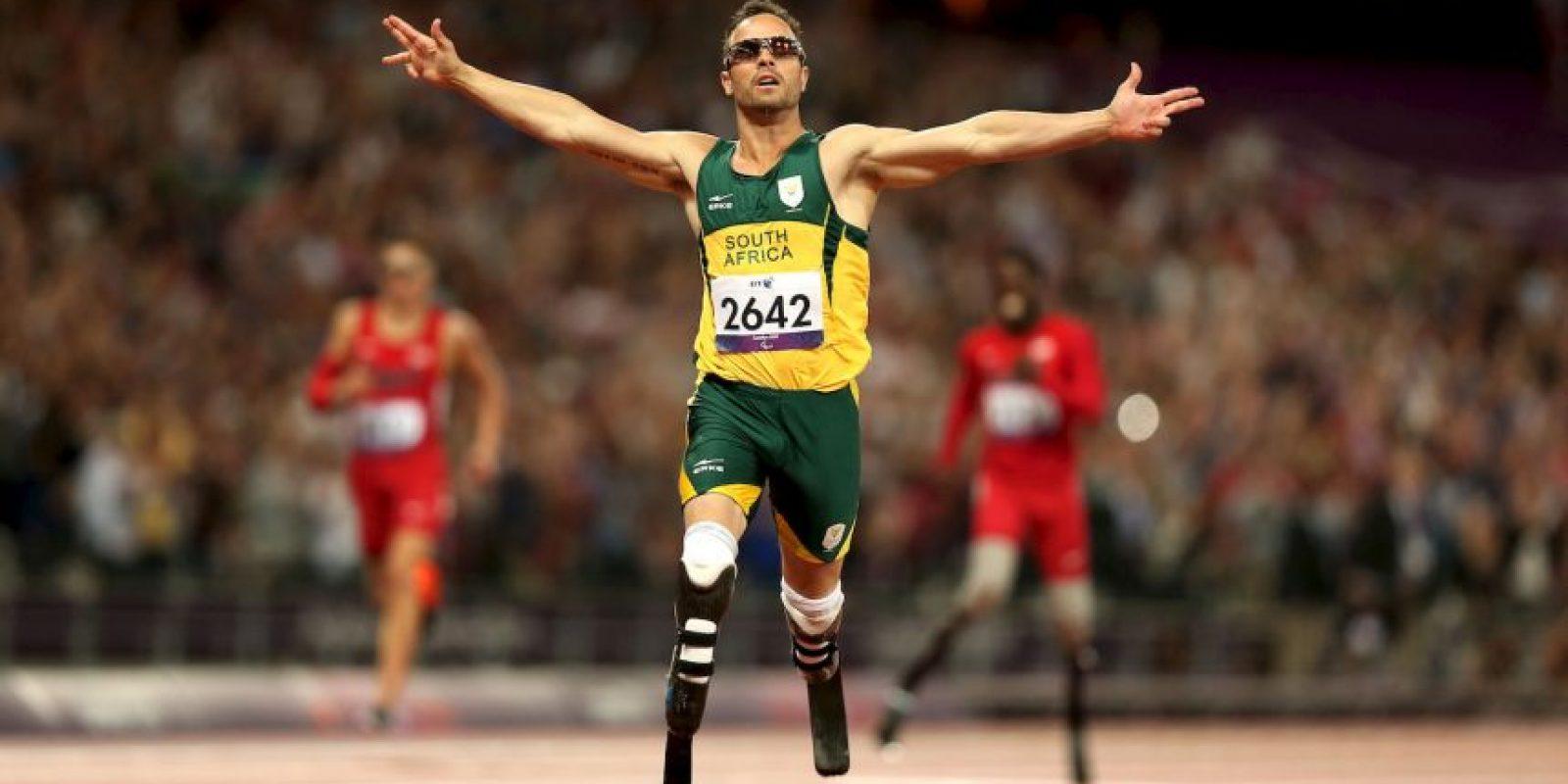 Brilló por su desempeño en las pistas, pero se hizo conocido mundialmente por asesinar a su novia, Reeva Steenkamp el 14 de febrero de 2013. Foto:Getty Images