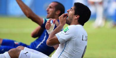 Suárez continúa pagando una sanción por morder al italiano Giorgio Chiellini durante el Mundial 2014. Foto:Getty Images