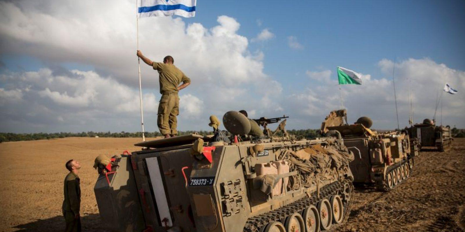 Un video grabado por una cámara de seguridad, y difundido este día, muestra que un oficial israelí que disparó a un joven palestino no corría peligro al momento de abrir fuego, hecho que contradice la versión oficial. Foto:Getty Images