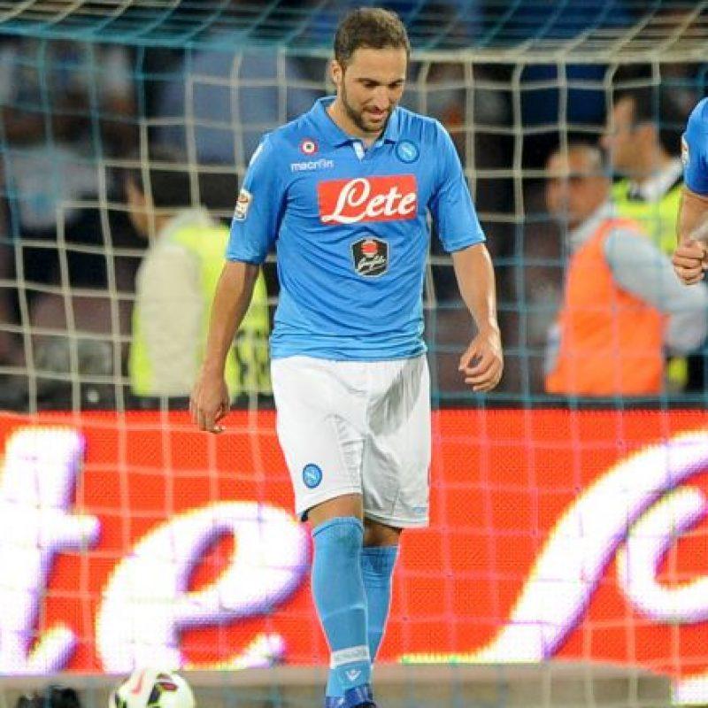 Desde hace dos años, Gonzalo Higuaín ha tenido un buen nivel jugando con el Napoli, y aunque el club celeste se quedó sin disputar las últimas dos ediciones de Champions League, desean retener al argentino para retomar el protagonismo perdido. Foto:Getty Images