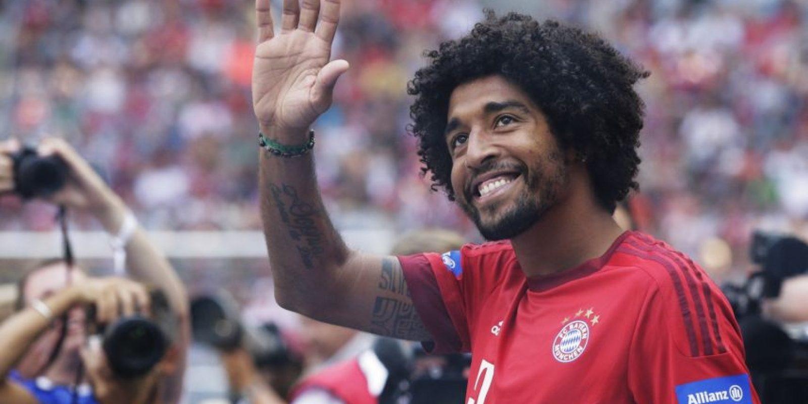 Lleva tres años exitosos en el Bayern Munich, aunque en la temporada pasada, el marroquí Mehdi Benatia se hizo de un lugar en el equipo y podría enviar al brasileño esta temporada a la banca. Foto:Getty Images