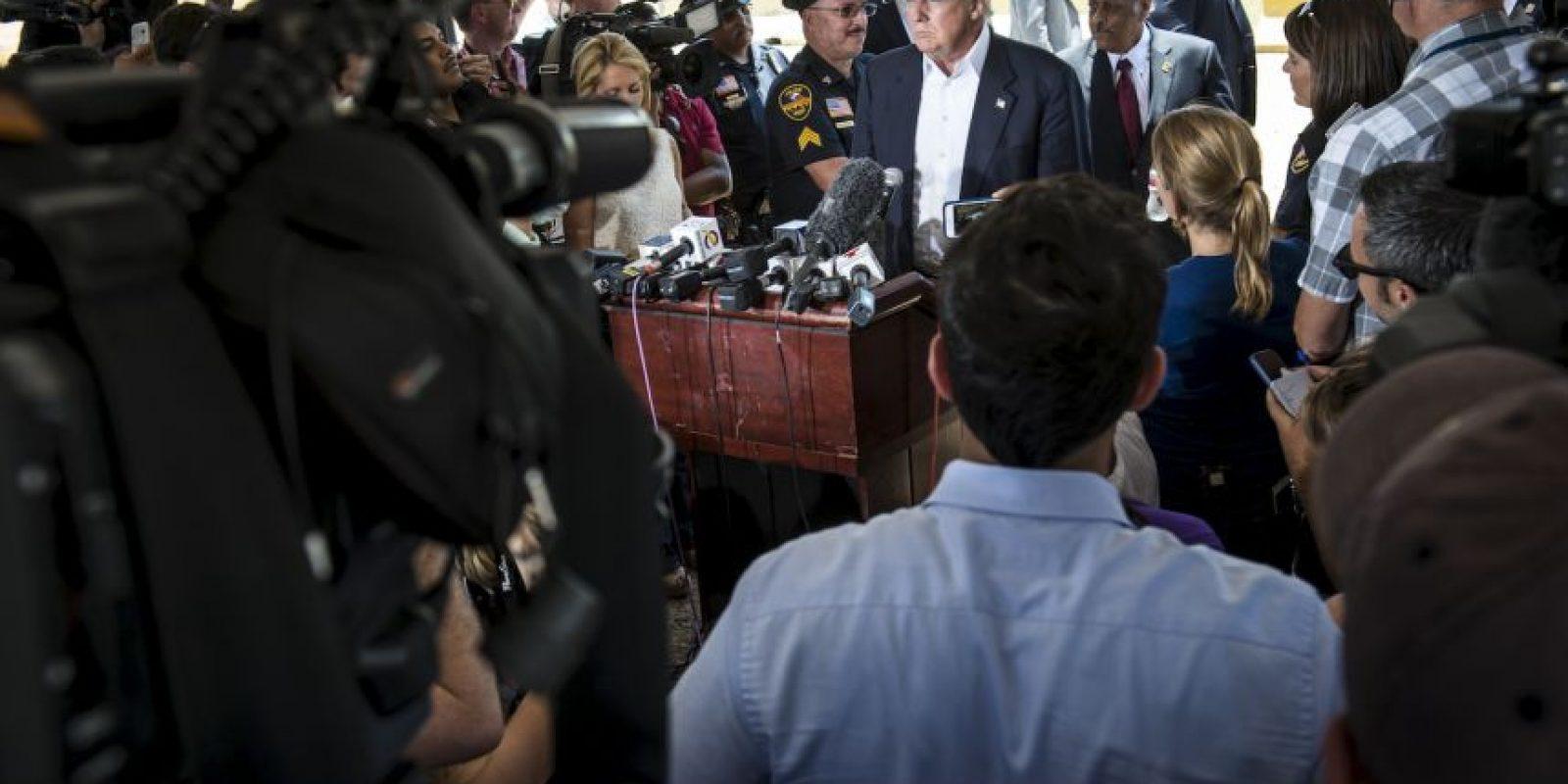 Desde el interior del aeropuerto, Trump dio una conferencia de prensa Foto:Getty Images