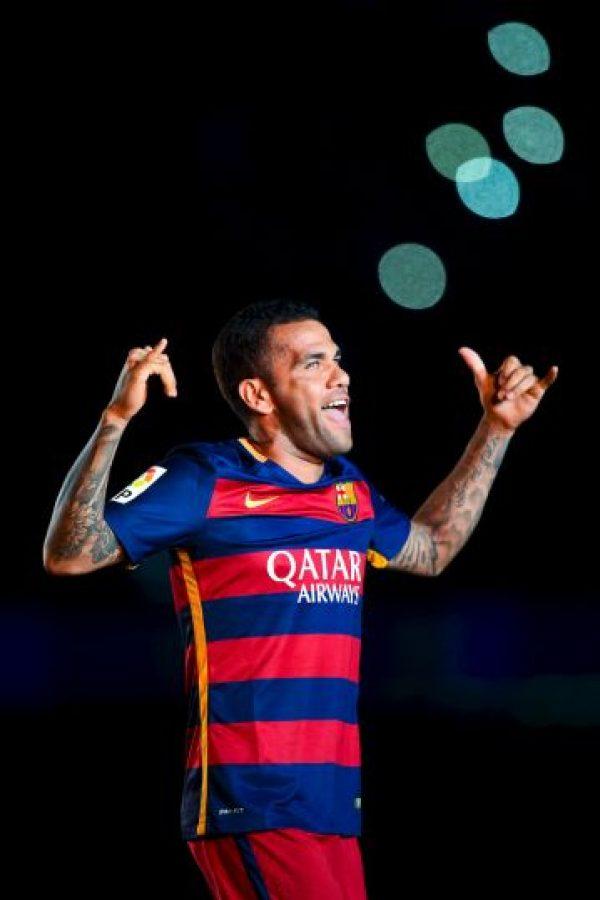 11. Dani Alves podría empatar al italiano Paolo Maldini del AC Milán como el jugador con más victorias en Supercopas de la UEFA, con cuatro triunfos. El brasileño ganó la edición de 2006 con el Sevilla, y las de 2009 y 2011 con el Barça. Foto:Getty Images