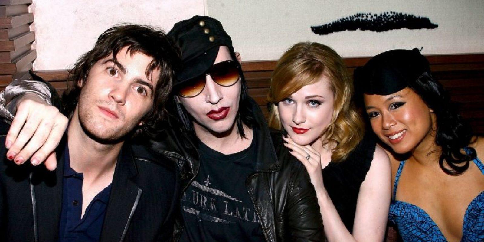 El cantante, pintor, director y escritor también gusta de una apariencia andrógina. Foto:Getty Images