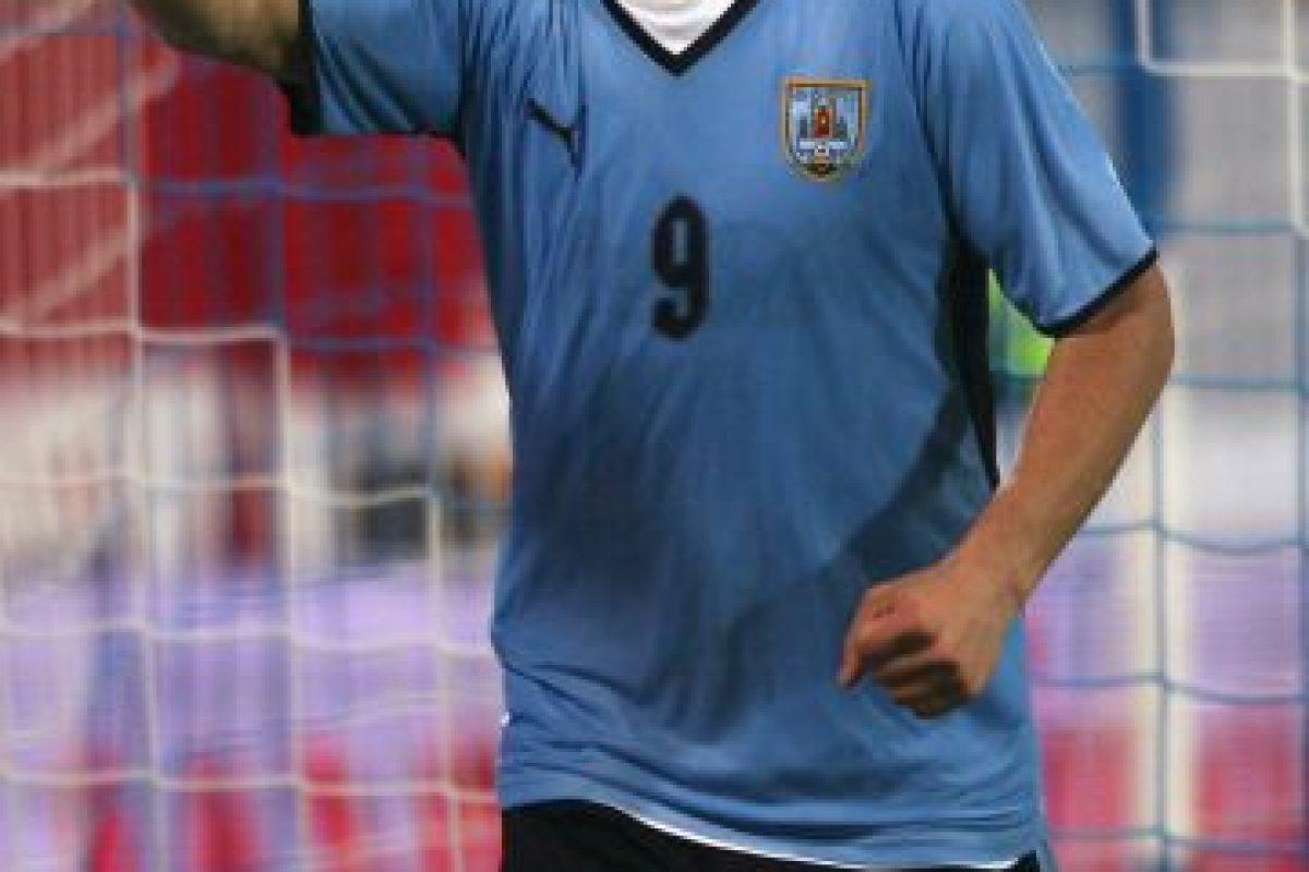 Su debut profesional fue a los 18 años con el Nacional de Uruguay en partido ante Junior de Barranquilla en 2005. Foto:Getty Images