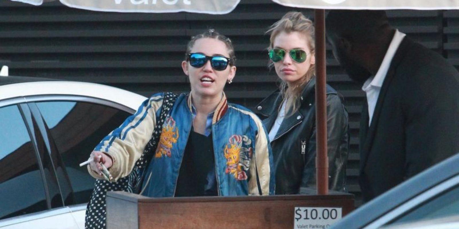 Aunque Miley Cyrus y Stella Maxwell no han confirmado su romance, se les ha visto muy juntas. Foto:Grosby Group
