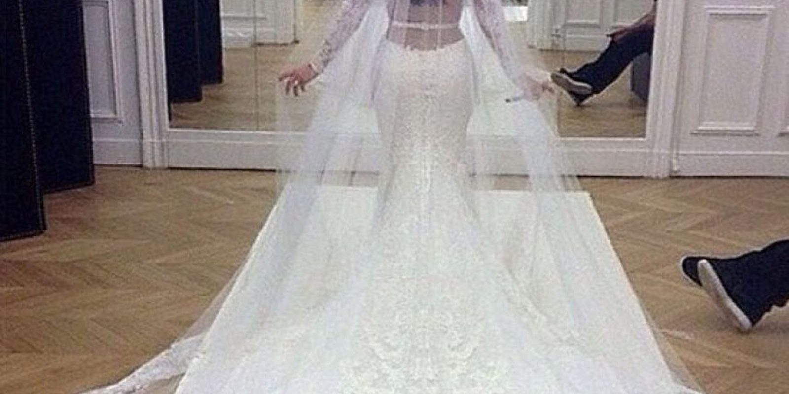El vestido de la novia fue un diseño de Riccardo Tisci para la filma Givenchy. Foto:vía instagram.com/kimkardashian