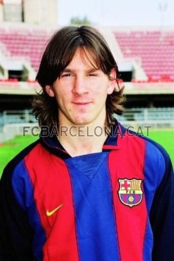 En 2003 tenía 16 años y comenzó a llevar el cabello largo. Foto:www.fcbarcelona.cat