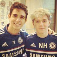 Aquí aparece también con Oscar, integrante del equipo de Jose Mourinho. Foto:Vía instagram.com/NiallHoran