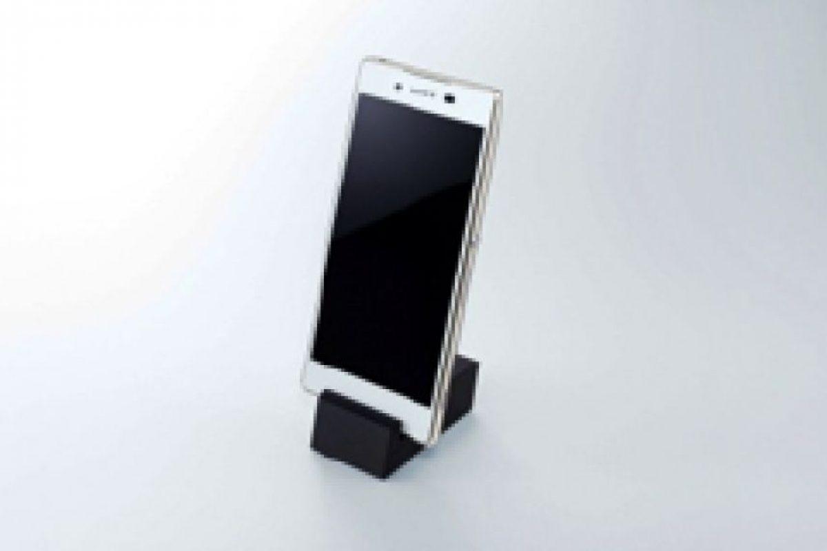 Ya están a la venta algunos accesorios en Japón, como esta base para escritorio. Foto:Sony