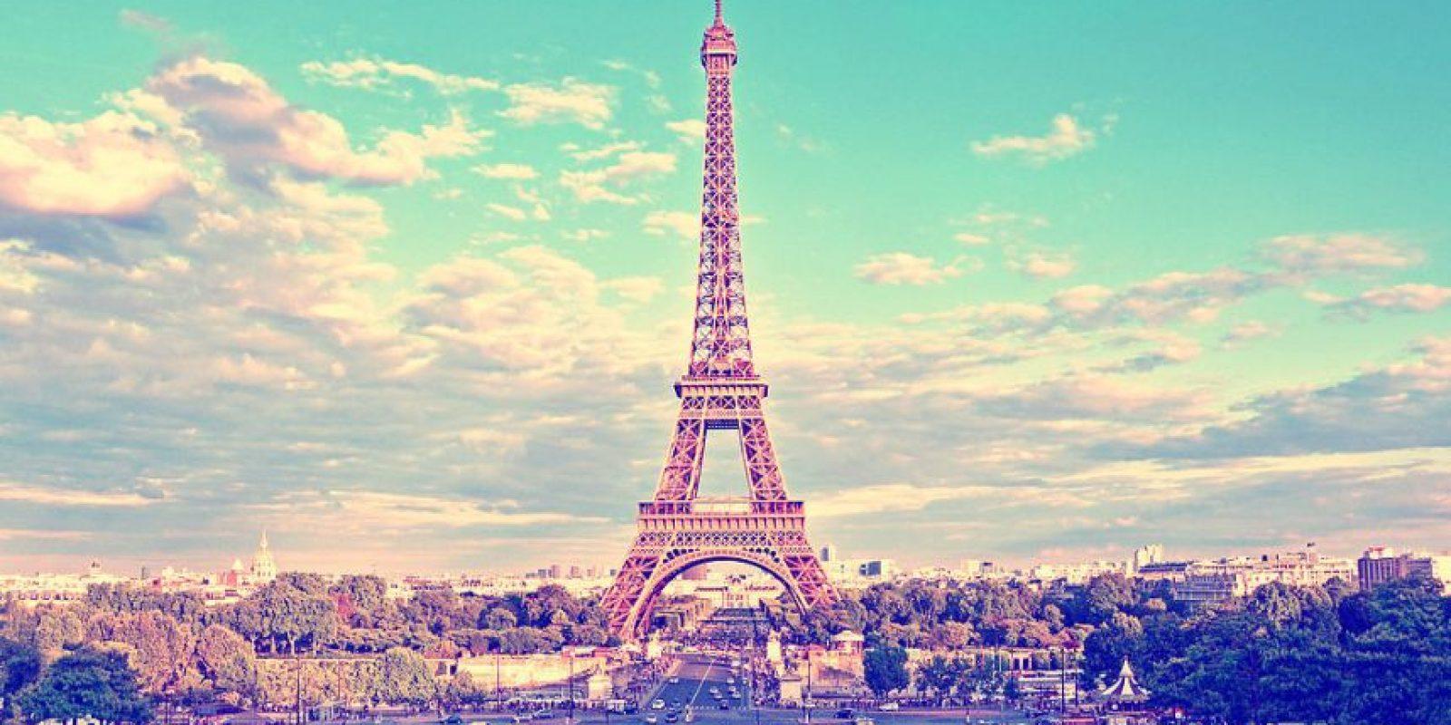 """Imágenes con mucho filtro de París y otros lugares a los que fueron o quieren ir. Con frases así de revistas de moda típicas: """"ensoñador"""", """"onírico"""", """"chic"""". Foto:vía Instagram"""