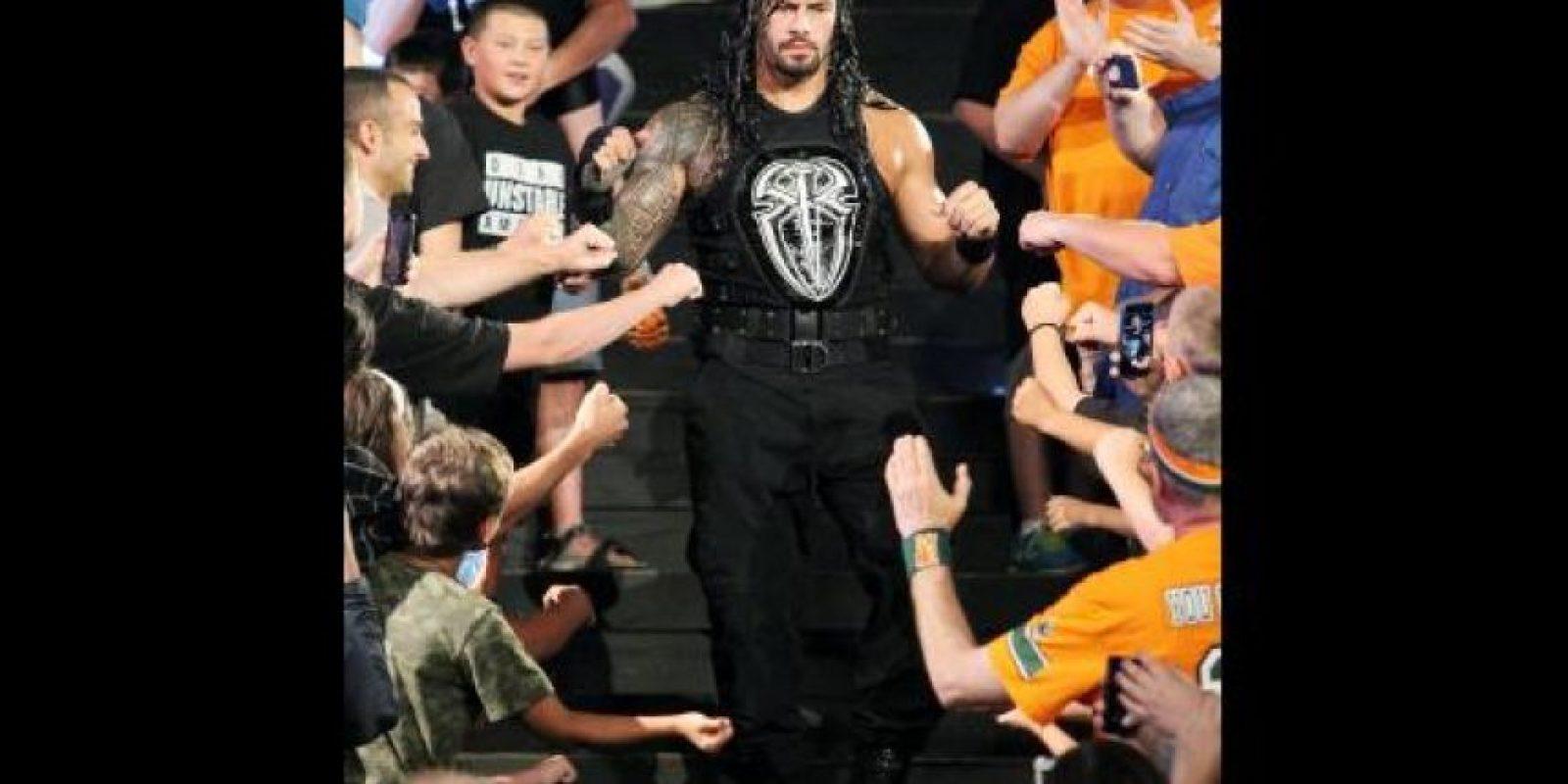 Y Roman Reigns Foto:WWE