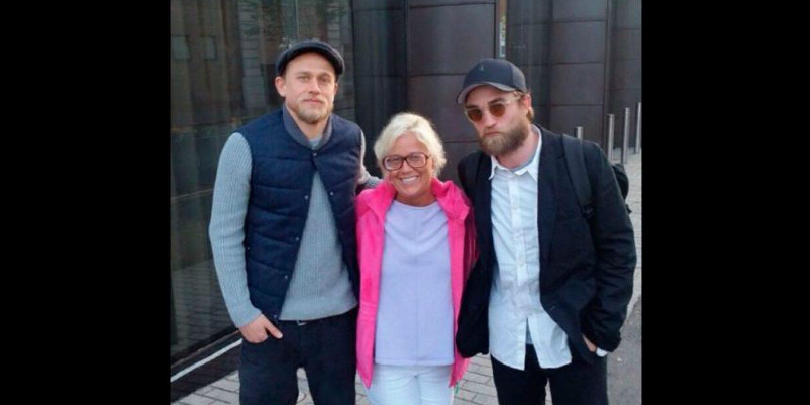 Una fan del actor logró capturar en una fotografía, el nuevo look de Pattinson. Foto:Instagram/Nikki_fynn