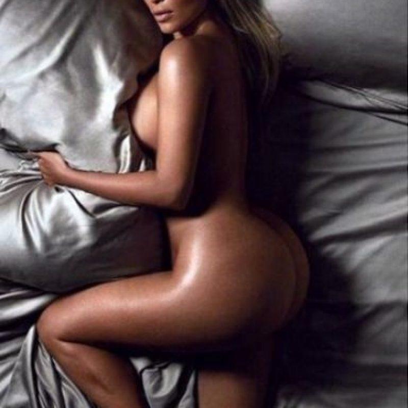 También por sus atrevidas portadas en las revistas más famosas. Foto:Vía Instagram.com/kimkardashian