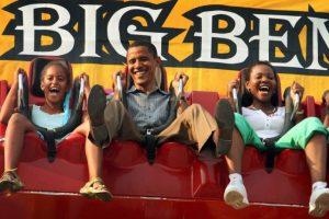 1. En entrevista con la revista Essence, Obama comentó que sus hijas tiene prohibido ver televisión durante la semana, esto con el propósito de que realicen sus labores escolares. Foto:Getty Images