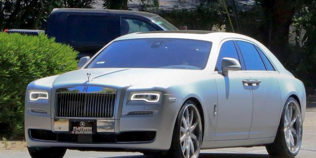 Este es el lujoso auto que conduce Kim Kardashian