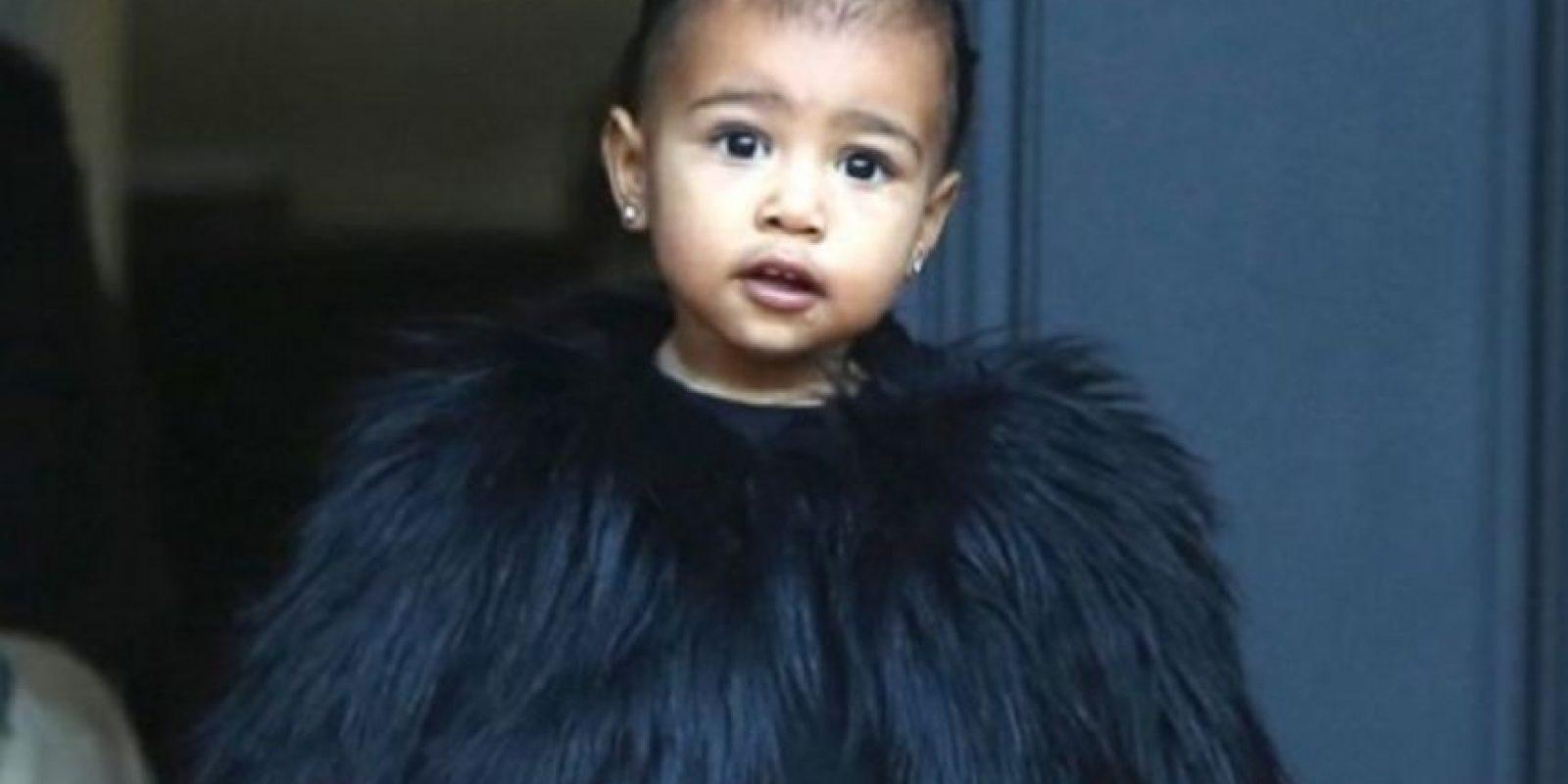 """Como si fuera una pequeña """"Cruella de Vil"""". ¿En serio un niño de casi tres años necesita una costosa piel de un animal muerto? Foto:vía Getty Images"""
