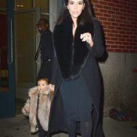 Sharon Osbourne te ha criticado por vestir a la niña con pieles. Y si algo sabe Sharon Osbourne es cómo mercadear a su familia. Foto:vía Getty Images