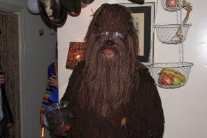 ¿Mucho qué desear para este traje de Chewbacca? Foto:nuffy