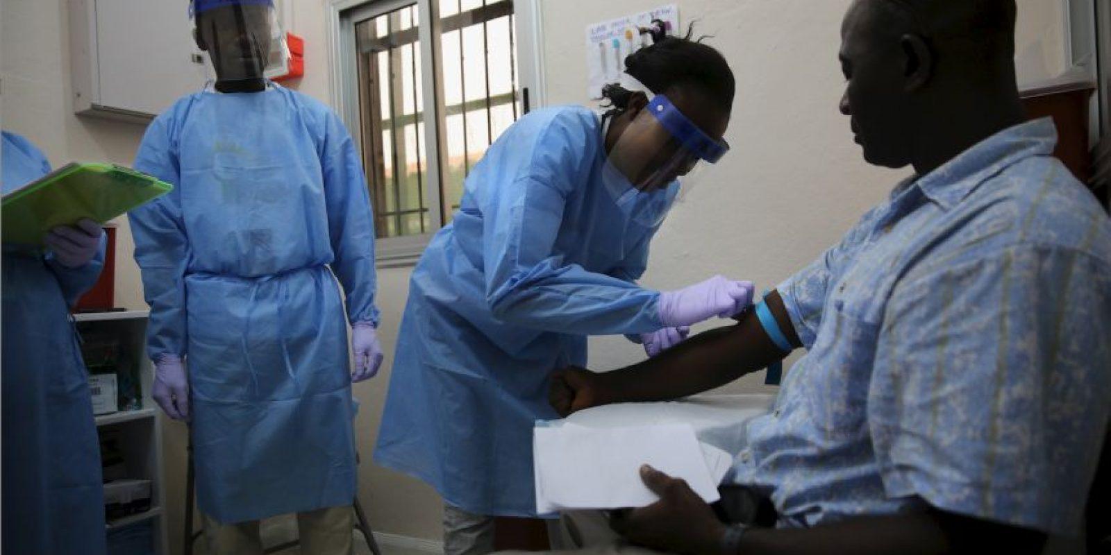 El virus se propaga en las poblaciones humanas por transmisión de persona a persona. Foto:Getty Images