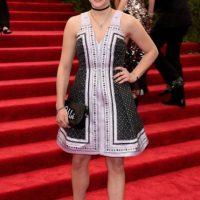 Chloe Möretz, esa gargantilla arruinó lo que también era un feo vestido. Foto:vía Getty Images