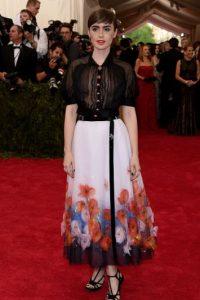 """Lily Collins debió haberlo hecho menos """"girly"""" y más impactante. Foto:vía Getty Images"""