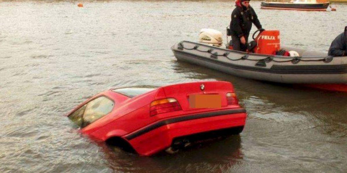 FOTOS: Así se divierten los ingleses cuando sus coches se hunden
