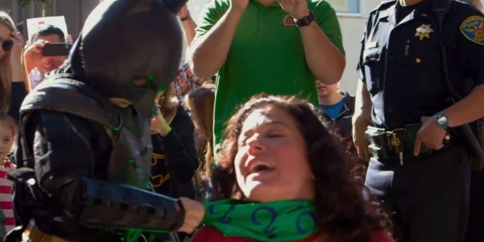El niño pudo salvar a la damisela en peligro del Acertijo y el Pingüino. Foto:vía Youtube/Warner Bros