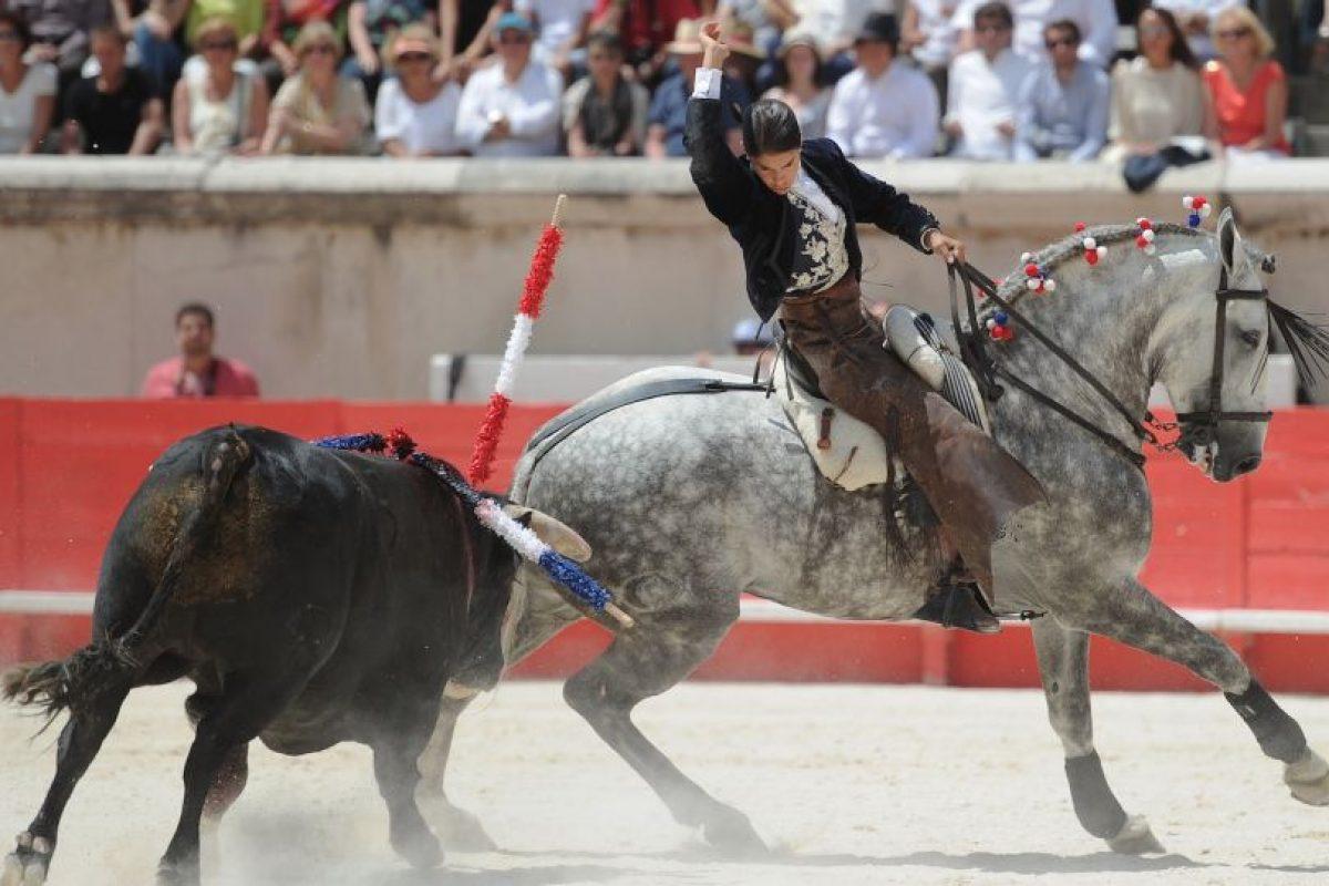 Ella es la torero francesa Lea Vicens. Su toro casi la mata. Foto:vía AFP