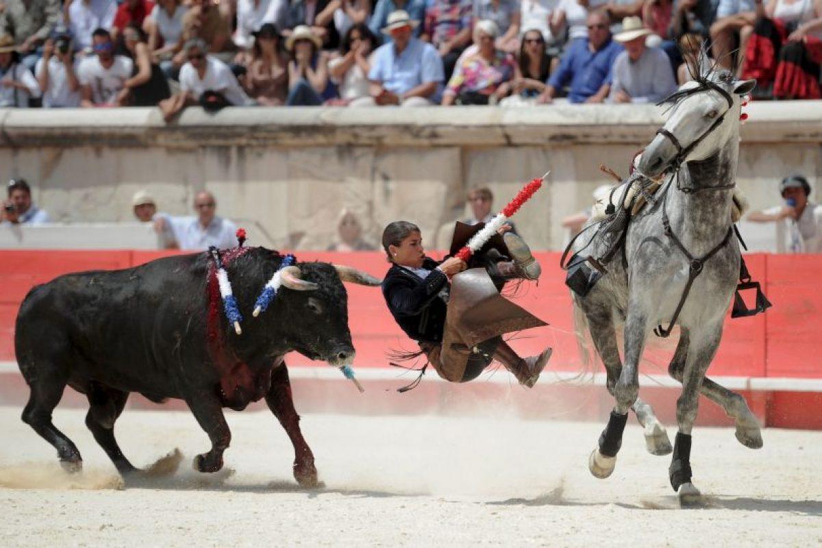 Corenó a su caballo y este la hizo caer. Foto:vía AFP