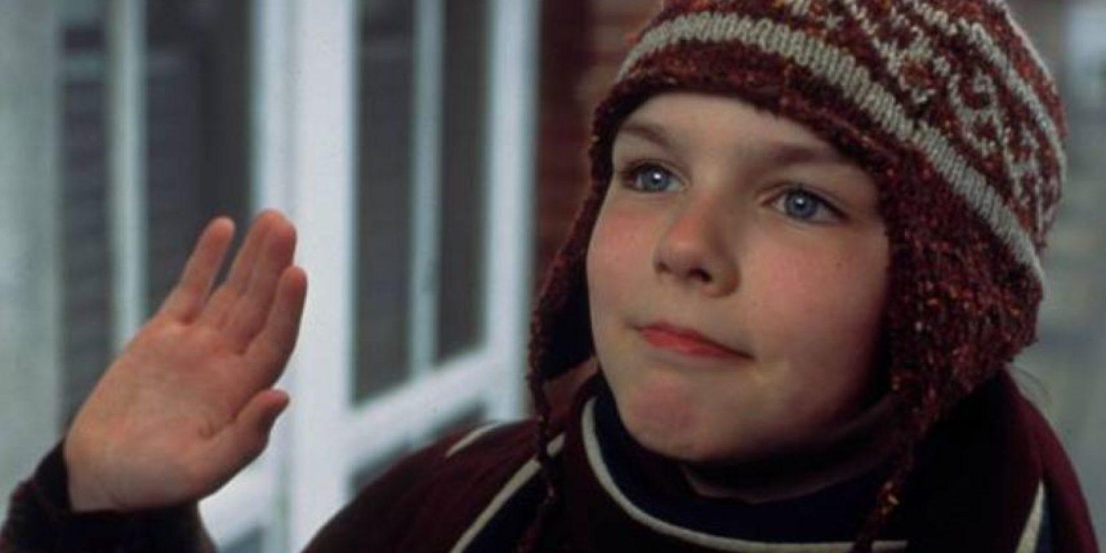 Su madre era una hippie suicida, a él le hacían bullying en el colegio y se hace amigo del soltero irremediable que es Hugh Grant en la película. Foto:vía StudioCanal