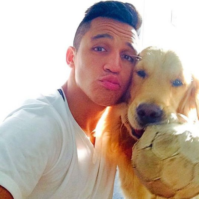Twitter= Alexis_Sanchez (895 mil) | Instagram= alexis_officia1 (723 mil) | Facebook= 4 millones. Foto:Vía instagram.com/alexis_officia1