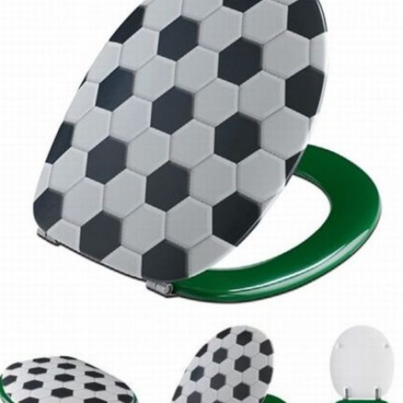 Tapa de baño con estampado de balón de fútbol. Foto:Pinterest