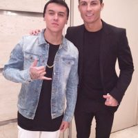 Se hizo famoso internacionalmente en febrero pasado, cuando publicó en sus redes sociales unas fotos en las que aparecía con jugadores del Real Madrid como Cristiano Ronaldo y James Rodríguez. Foto:Vía instagram.com/kevinroldankr