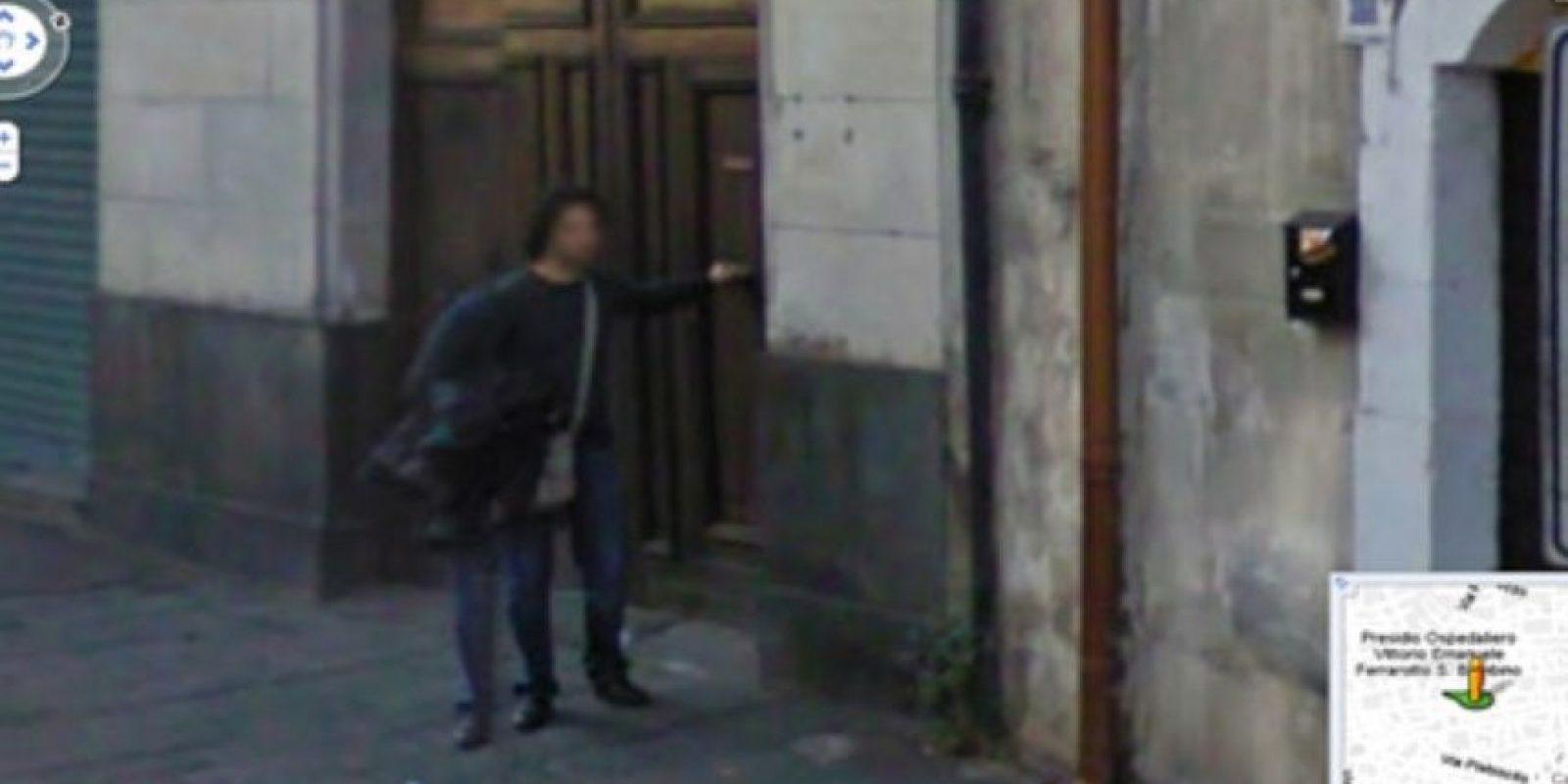 El señor de las tres piernas Foto:Google Street View