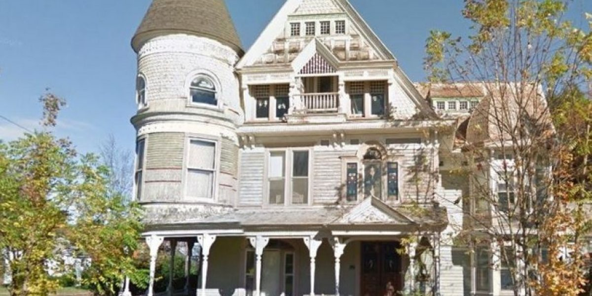 FOTOS: Espeluznante imagen de Google Street en casa abandonada, descubran de qué se trata