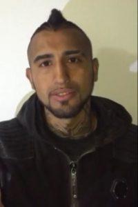 Horas después del accidente, Arturo Vidal publicó un video donde aseguró estar bien y negó que el accidente ocurriera por culpa suya. Foto:Vía twitter.com/kingarturo23