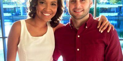 """""""Óscar es colombiano. Nos conocimos en la biblioteca de la universidad, pues era la semana antes de los exámenes finales. Nos sentamos juntos y pedimos comida. Me propuso matrimonio el año pasado, pero como él es militar, nos casamos por lo civil"""". Foto:vía Instagram/TheWayWeMet"""