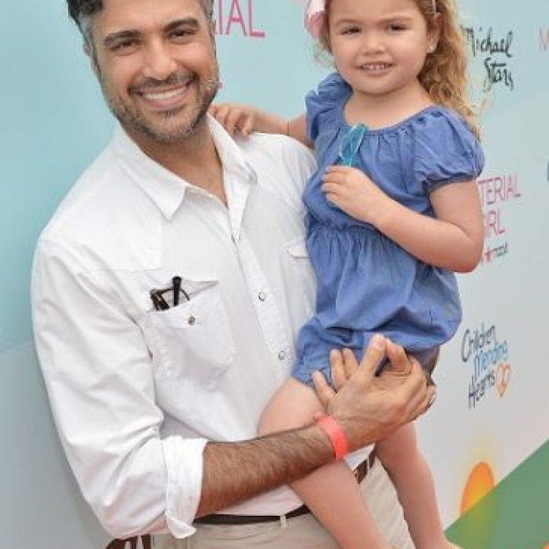 Disfruta del tiempo con su pequeña Elena. Foto:Getty Images
