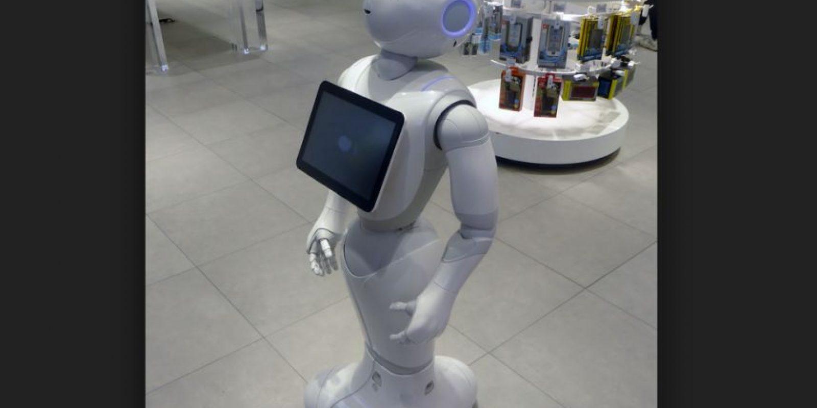 Es un robot humanoide creado pro la empresa Aldebaran Robotics para SoftBank Mobile diseñado con la capacidad de leer las emociones Foto:Wikicommons