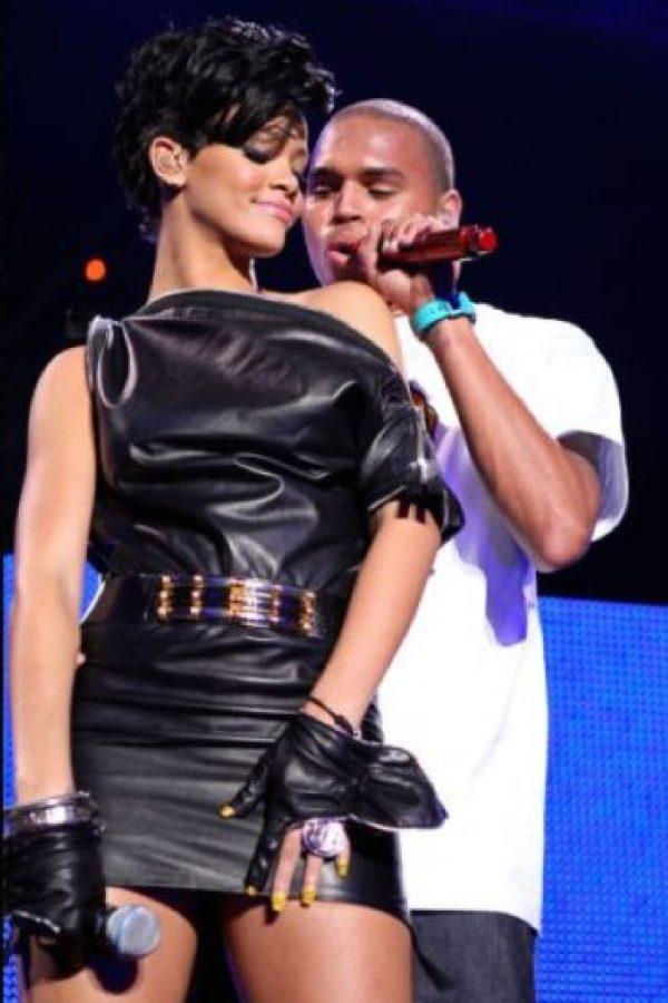 Rihanna: fue víctima de su ex novio, el cantante Chris Brown en 2009. La cantante fue golpeada por su pareja en un automóvil. La pareja retomó su relación en 2013 y luego se separó. Foto:vía Getty Images