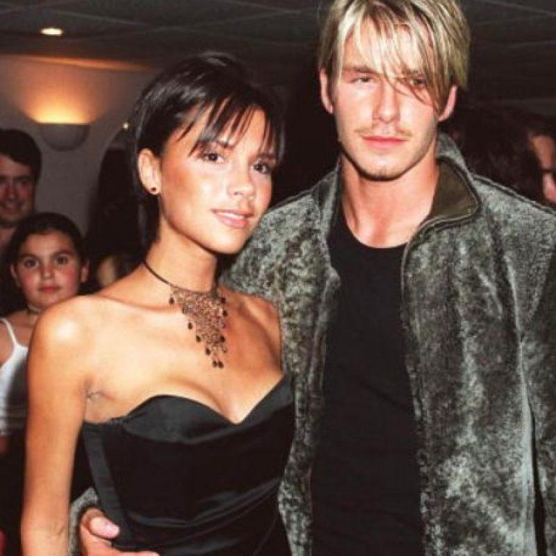 Victoria no dejaba los escotes de 1999 ni las gargantillas simples. Foto:vía Getty Images