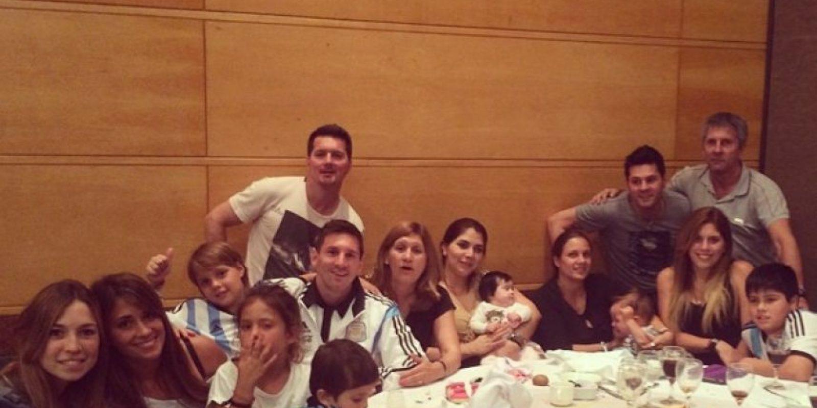 """Sin embargo, los familiares de """"Leo"""", al ser reconocidos por hinchas chilenos, fueron agredidos. Foto:Vía instagram.com/leomessi"""