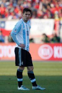 La situación fue tal, que el Embajador de Argentina en Chile, Ginés González García, tuvo que intervenir para que el incidente pasara a mayores. Foto:Getty Images