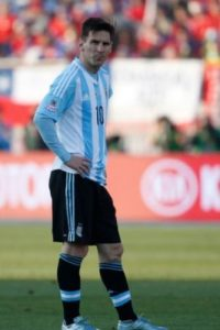 La situación fue tal, que el Embajador de Argentina en Chile, Ginés González García, tuvo que intervenir para que el incidente pasara a mayores. Foto:vía AFP