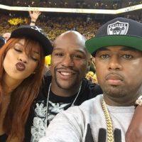 En uno de ellos, al lado de Rihanna. Foto:Vía instagram.com/floydmayweather