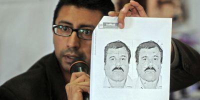 Carlos Pac, director de migración del país, muestra una imagen del capo en conferencia de prensa. Foto:vía AFP